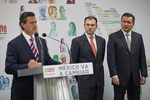 Mexican President Enrique Peña Nieto, with Luis Videgaray Caso and Miguel Ángel Osorio Chong (his Secretaries of Finance and Interior, respectively)