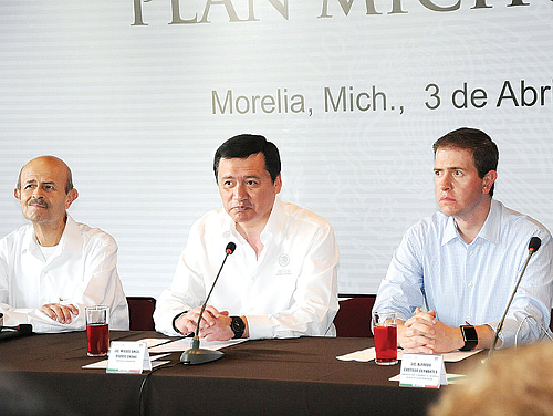(Left to right) Michoacan Governor Fausto Vallejo Figueroa, Secretary of the Interior Miguel Osorio Chong, and the government's Michoacan security commissioner Alfredo Castillo Cervantes