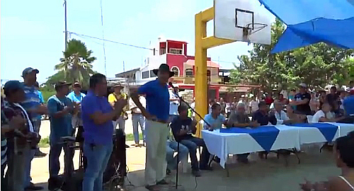 Screenshot of Dr. Mireles addressing supporters in Caleta de Campos, Michoacan.